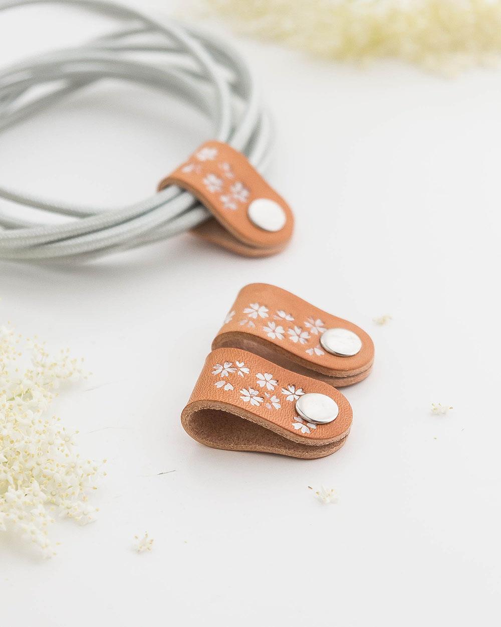 3er-Set Kabelhalter mit Sakura Weiß Blumenmotiv   Sakura flowers Cableholder 3 pieces white
